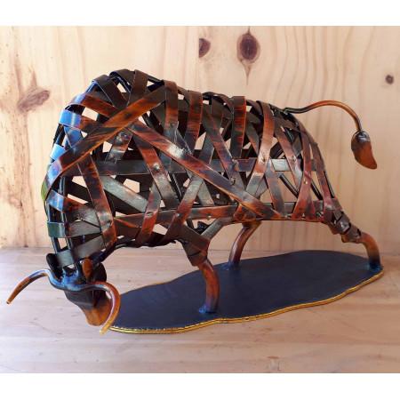Sculpture taureau en métal rouge
