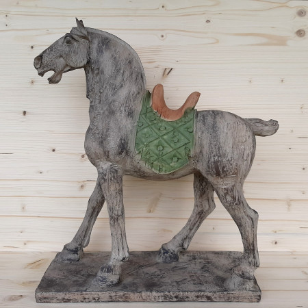 Grande statue cheval en bois vieilli